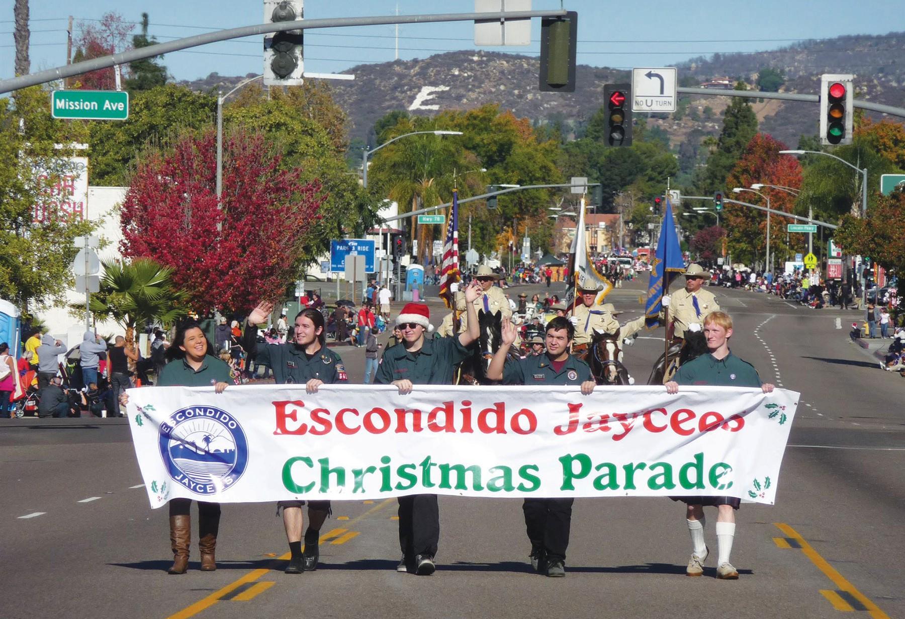 Escondido Christmas Parade 2021 Jaycees Christmas Parade Saturday Has Route 66 Theme Escondido Times Advocate